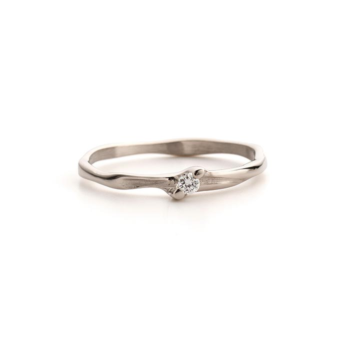 N° 178 gold, organic engagement ring with one diamond