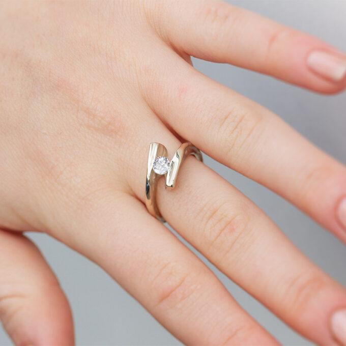 Witgouden verlovingsring met diamant N° 207 model foto 2