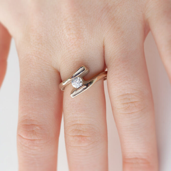 Witgouden verlovingsring met diamant N° 207 model foto 1