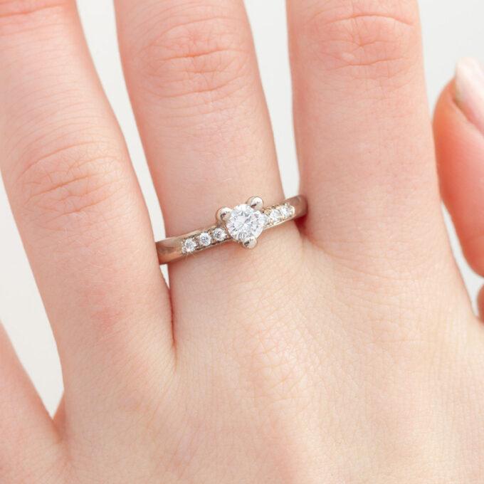 Witgouden verlovingsring met diamanten N° 121 model foto