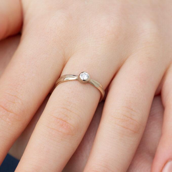 Witgouden verlovingsring met diamant N° 207_1 model foto