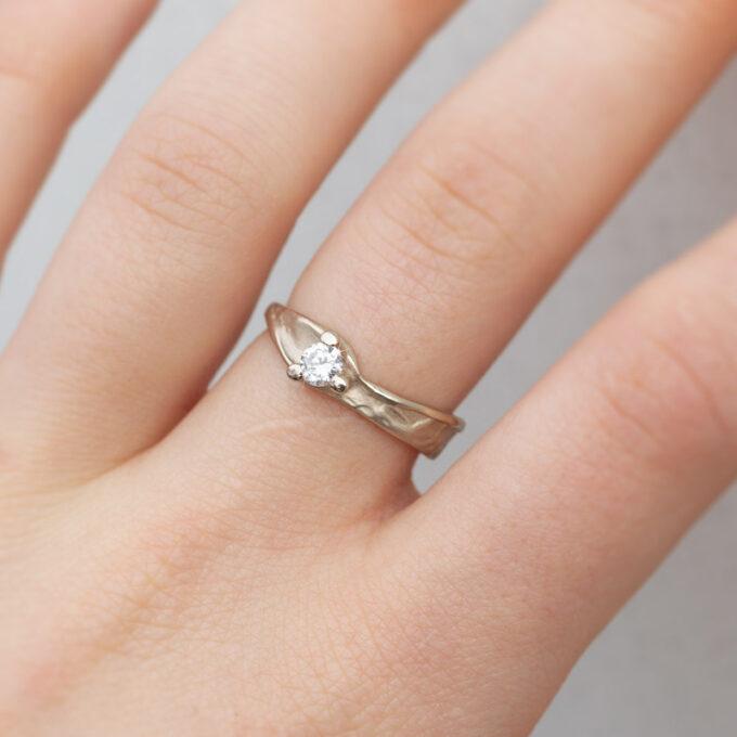 Witgouden verlovingsring met diamant N° 239 model foto