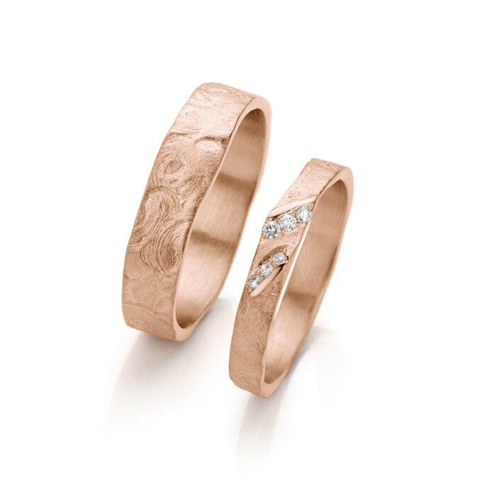 Rosé gold wedding ring