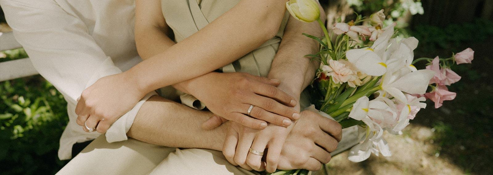 Banner-Ines-Bouwen-people-holding-hands