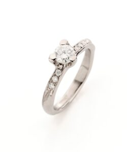 White gold engagement ring with diamonds N° 121