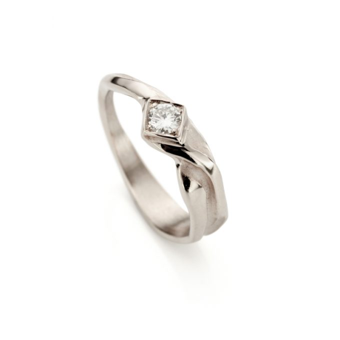 White gold engagement ring N° 208