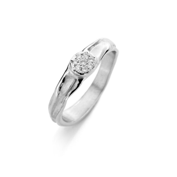 Rhodium gold engagement ring with diamonds