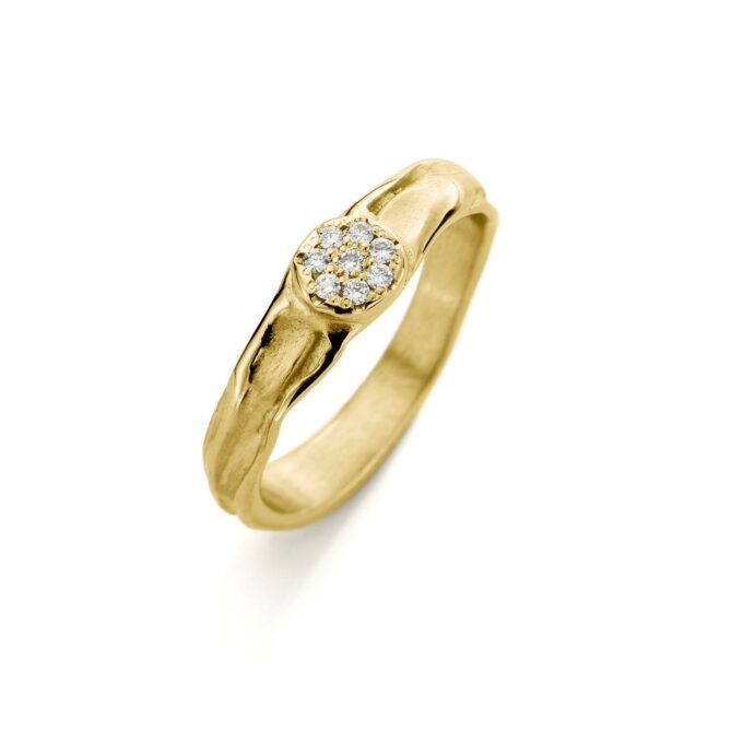 Yellow gold engagement ring with diamonds