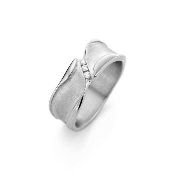 Rhodium golden ring with diamonds