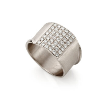 White golden ring with diamonds N 244