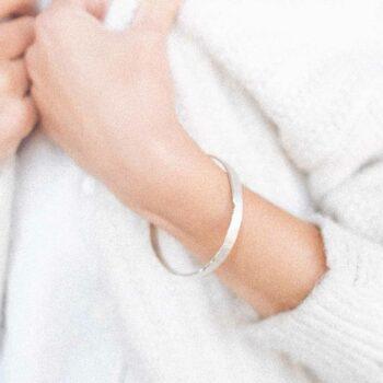 N° 044 Silver closed bracelet
