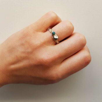 R 79 Zilveren Ring met groene diamant