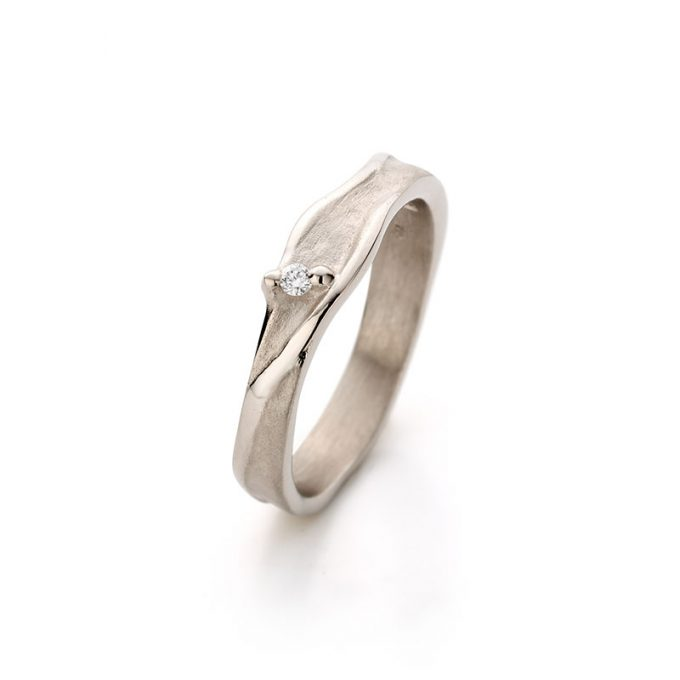 White gold ring with diamond N° 023