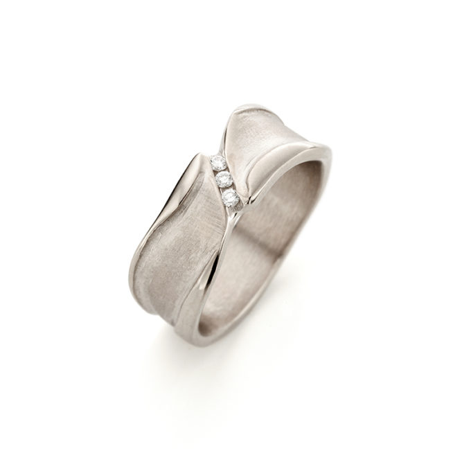 Witgouden ring met diamanten N° 127