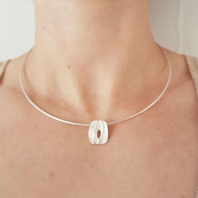 Zilveren halsketting N° 033 Model Foto