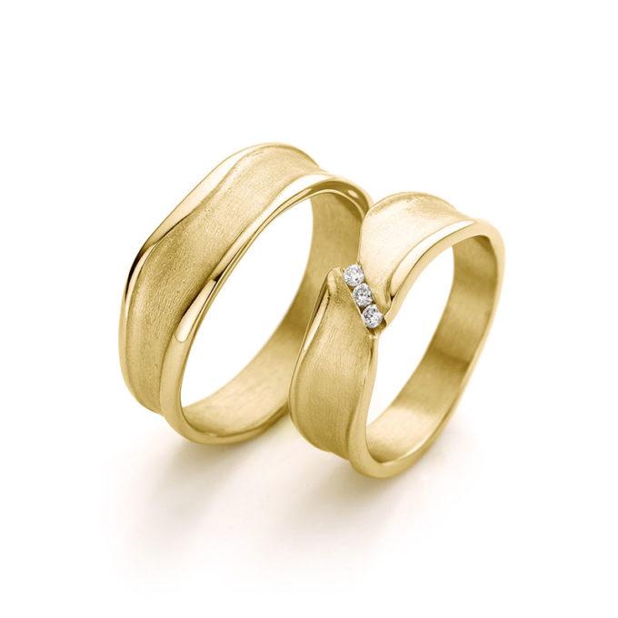 Trouwingen N° 44_3 Witgoud geel kleur met diamanten