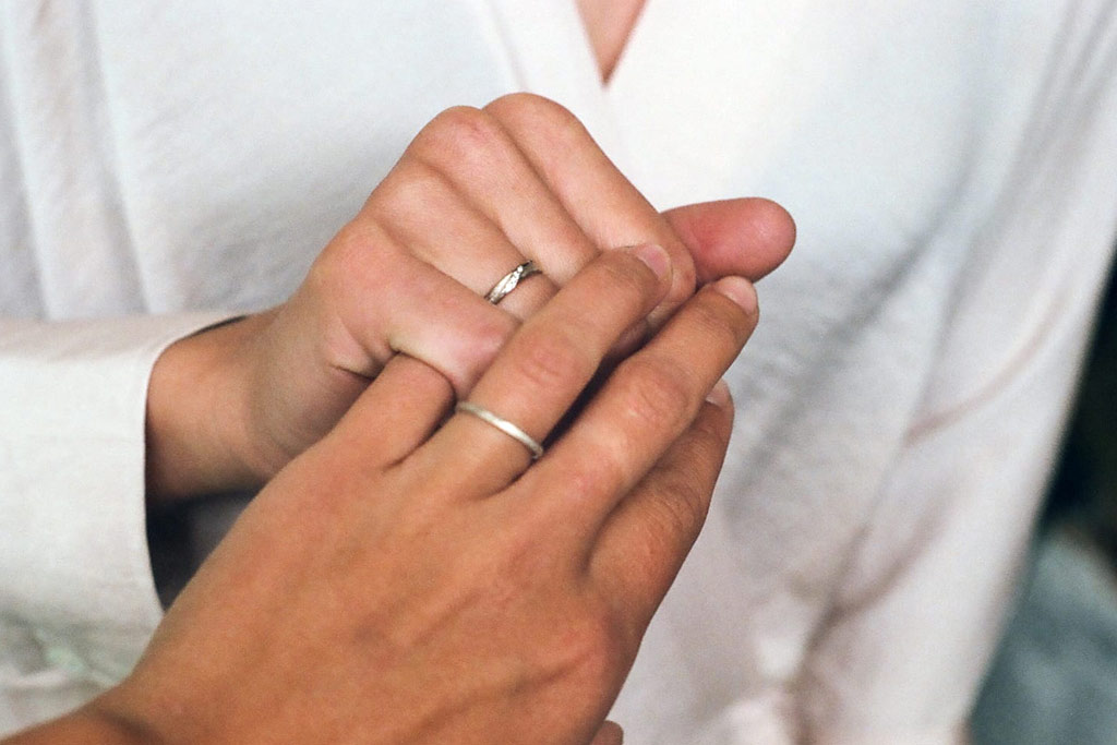 Couple wedding rings hands