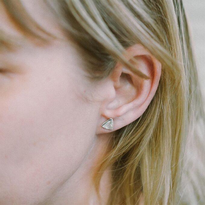 web_ _0006_N° 034_silver earring_Ines Bouwen jewelry.jpg4